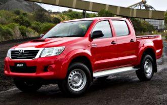 2013 Toyota HiLux SR (4x4)
