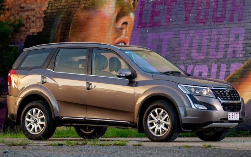 2020 Mahindra XUV500 W10 (FWD)